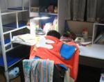 おちび お部屋で勉強中