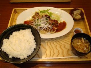 熟成豚ロースの淡路産オニオンペッパーソース定食