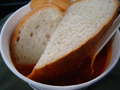 フランスパンの入ったスープ