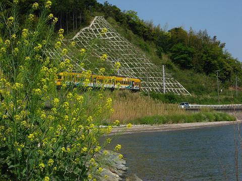 湖畔を走る一畑電鉄