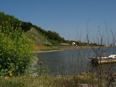 湖畔を走る一畑電鉄 2