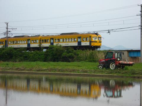 電車と田園 2