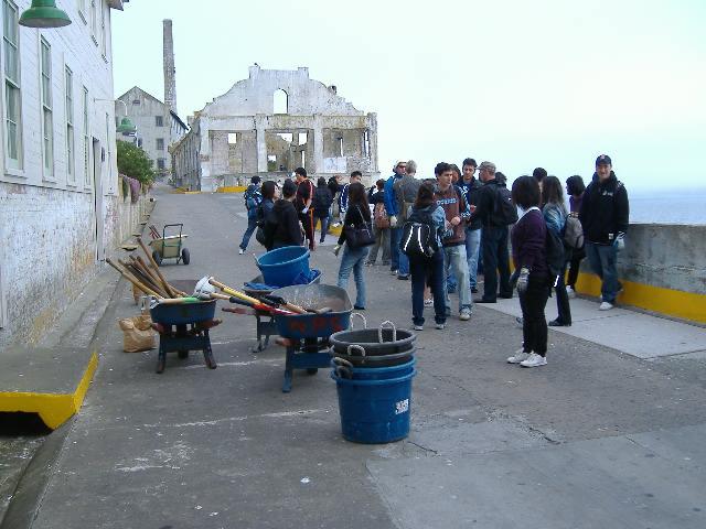 アルカトラス島で草むしり。ボランティア経験。