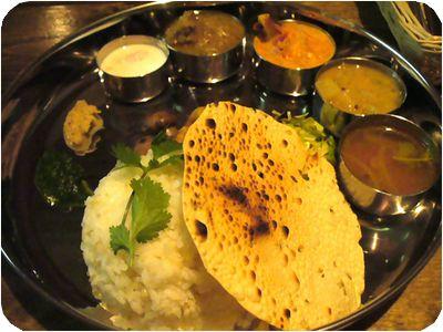南インド料理9種とライスのプレート