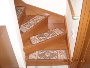 カーペットを張る前の階段
