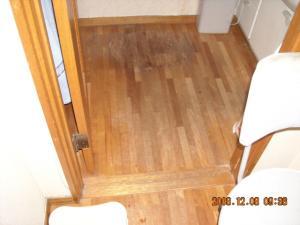 洗面所、床板補修前