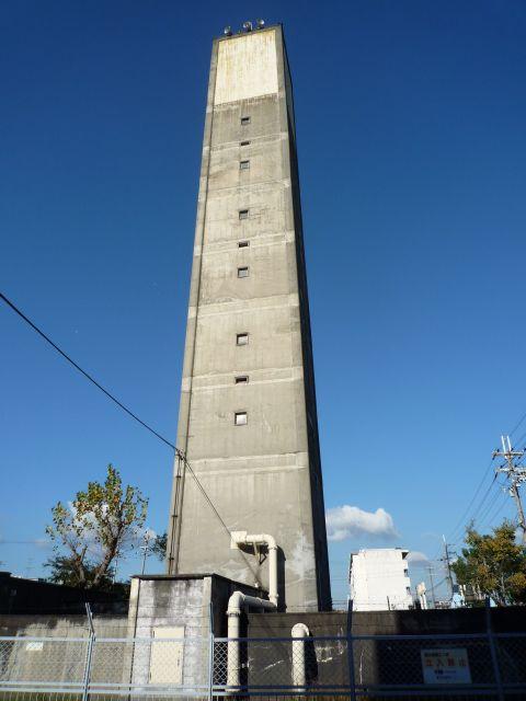 公団白鷺団地の給水塔