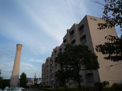 大阪府公社門真団地の給水塔と住棟