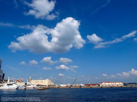 メリケンパークから神戸港を望む