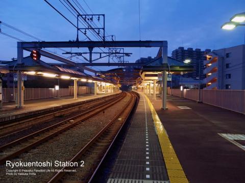 緑園都市駅で始発を待っているところ