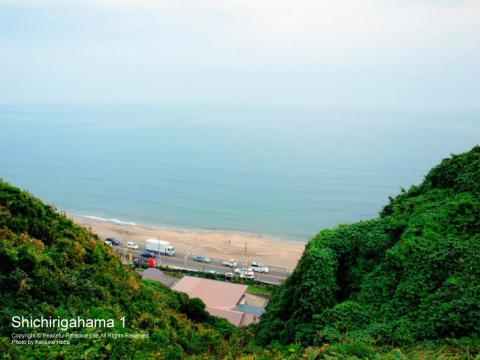 七里ガ浜の上の住宅地から見下ろした景色