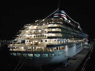 大桟橋旅客船