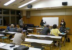 中級クラスは三名の留学生が担当、でも日本語はあまりありません